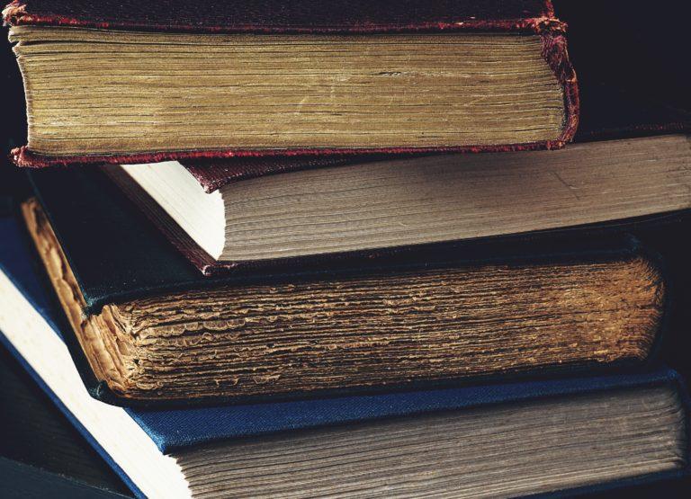 Naskládané knihy